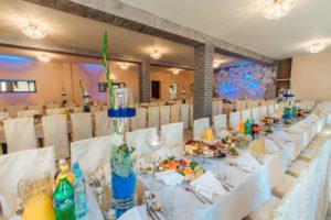 Dekoracje stołów weselnych