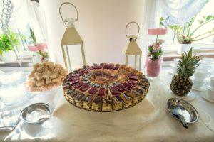 Stół ze słodkościami