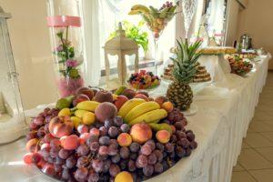 Stoły z owocami
