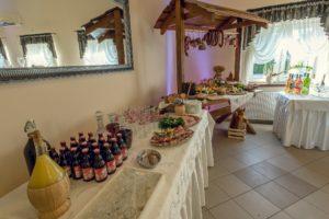 Stół z piwem dla gości weselnych